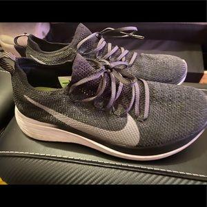 WOMENS Nike zoom fly sz 8